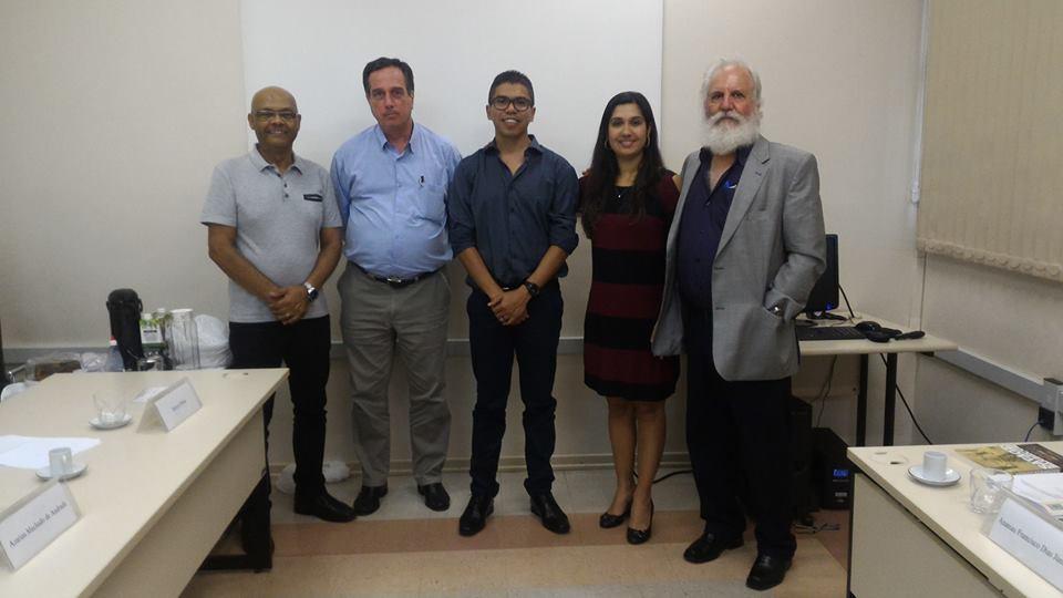 Da esquerda para a direita: professor José Otávio Brito (ESALQ/USP); professor Marcos Milan (ESALQ/USP); Ananias Francisco Dias Júnior; professora Natália Dias de Souza (UFRRJ) e professor Azarias Machado de Andrade (UFRRJ).