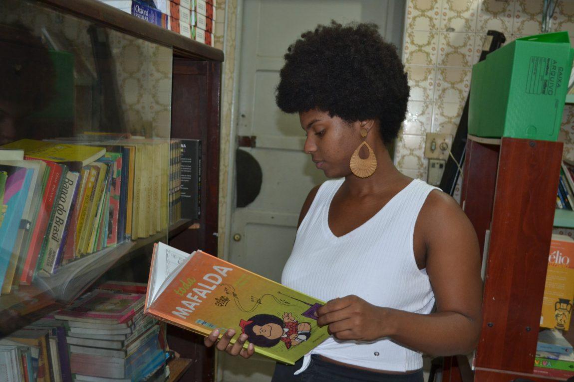 Residência Pedagógica. A estudante de Letras Wendy Larissa Vieira desenvolve atividades num colégio público de Nova Iguaçu