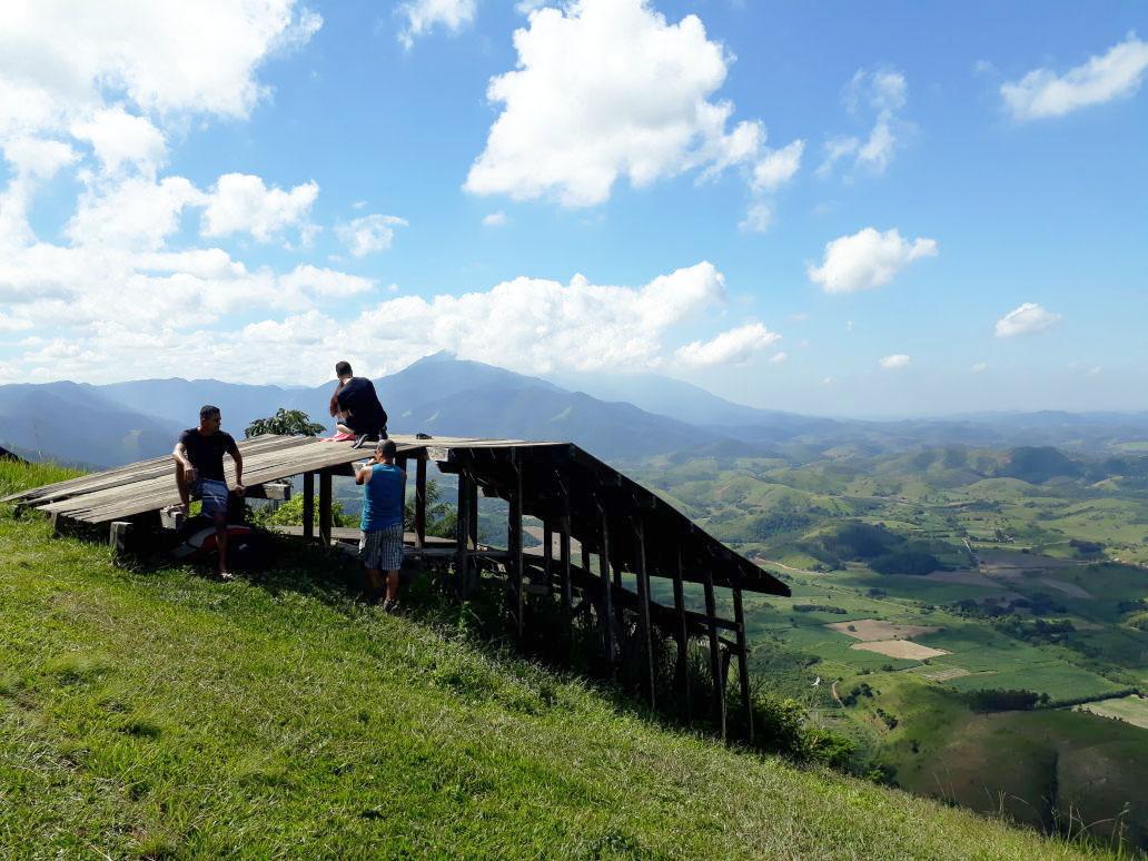 Verdejante. O Pico da Coragem, em Japeri, é uma das belezas naturais da Baixada, que possui cerca de um terço do território verde da região metropolitana